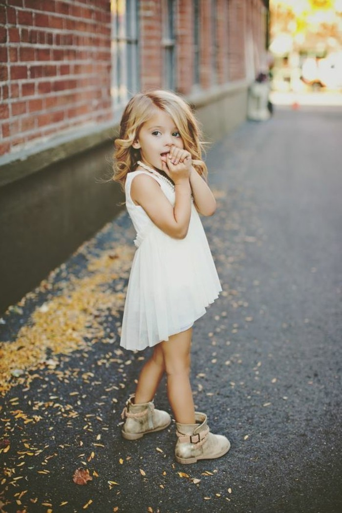 robes-filles-robe-blanche-asymetrique-pour-petite-princesse