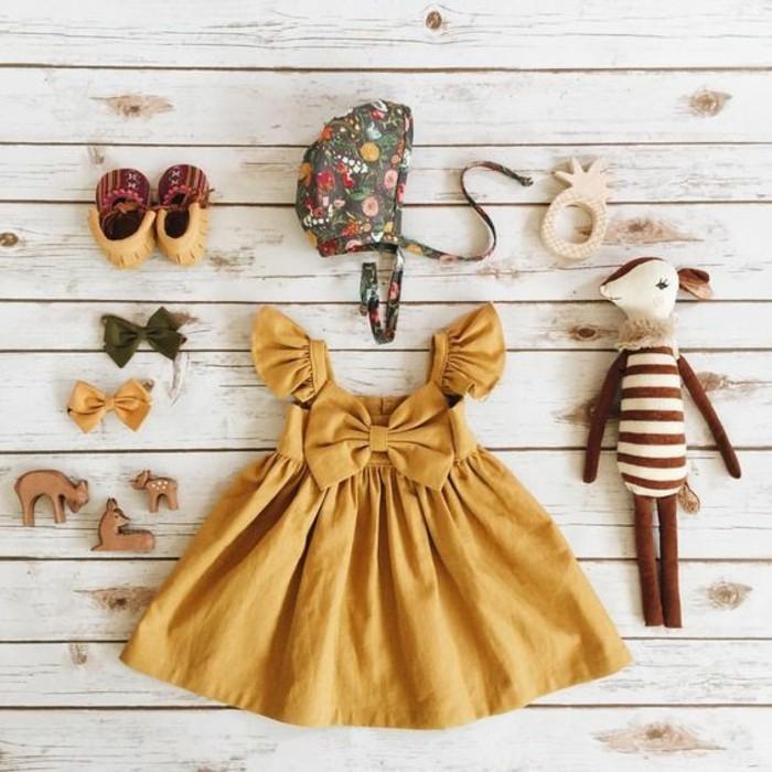 robes-filles-robe-couleur-ocre-papillon-peluche-enfant