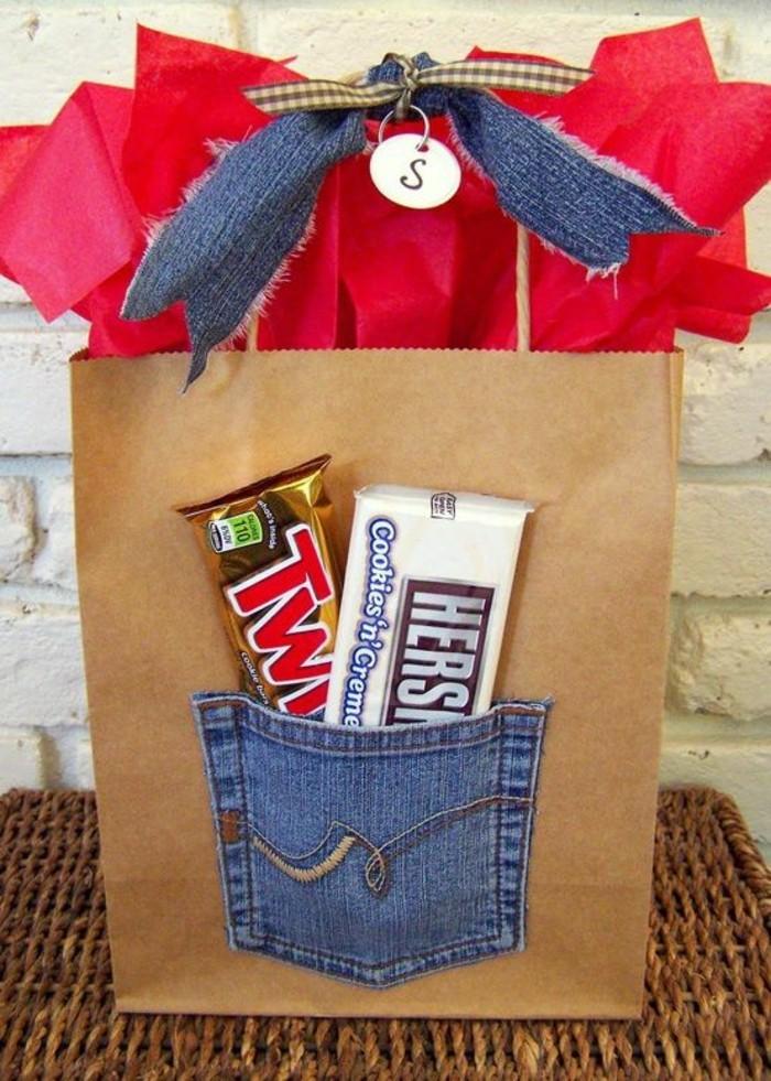 sac-cadeaux-fait-de-sac-kraft-pas-cher-pochette-en-jean