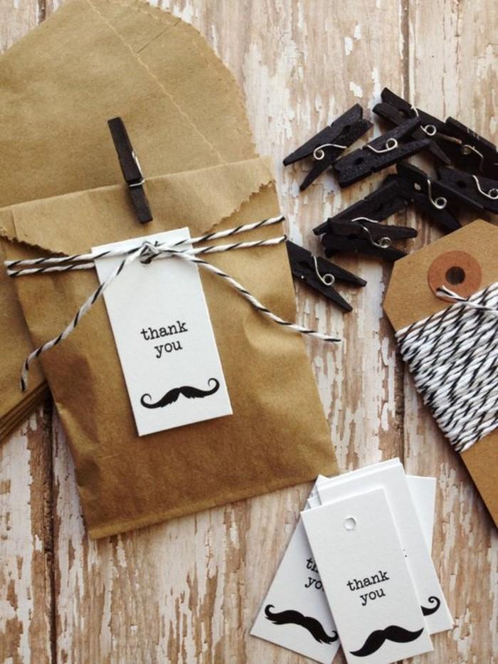 sachette-kraft-sac-cadeaux-original-etiquette-a-moustache-personnalise-et-pinces