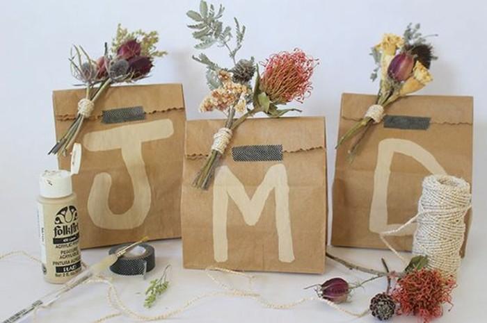 sacs-kraft-decores-avec-bouquet-de-fleurs