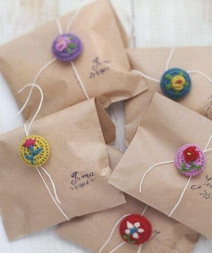 sacs-kraft-et-boutons-crochet-emballage-cadeaux-personnalise