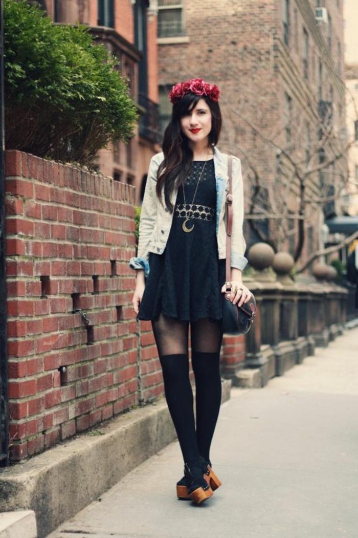 sandales-sabot-robe-noire-couronnes-de-fleurs-chaussettes-montantes-noires