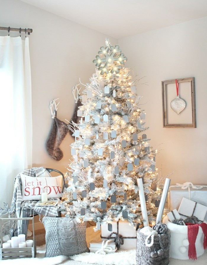 sapin-blanche-excellente-decoration-sapin-de-noel-fete
