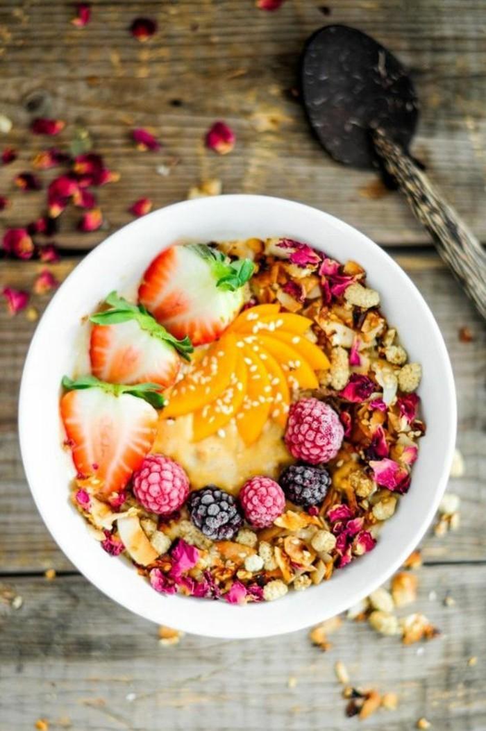 smoothie-bowl-nourrisant-et-revitalisant-recetted-de-smoothie-petit-dejeuner