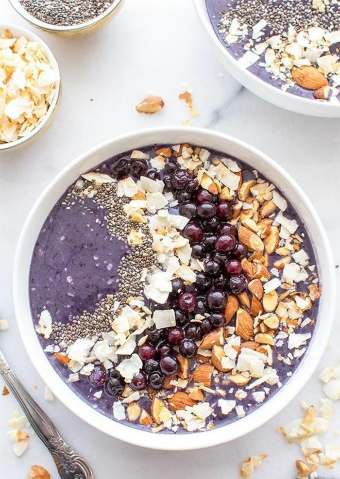 smoothie-bowl-petit-dejeuner-aux-myrtilles-regime-minceur