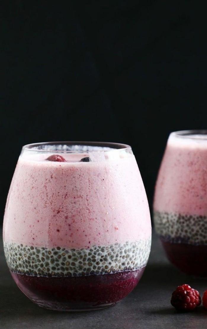 smothie-minceur-gout-savoureux-graines-de-chia-et-fruits-rouges