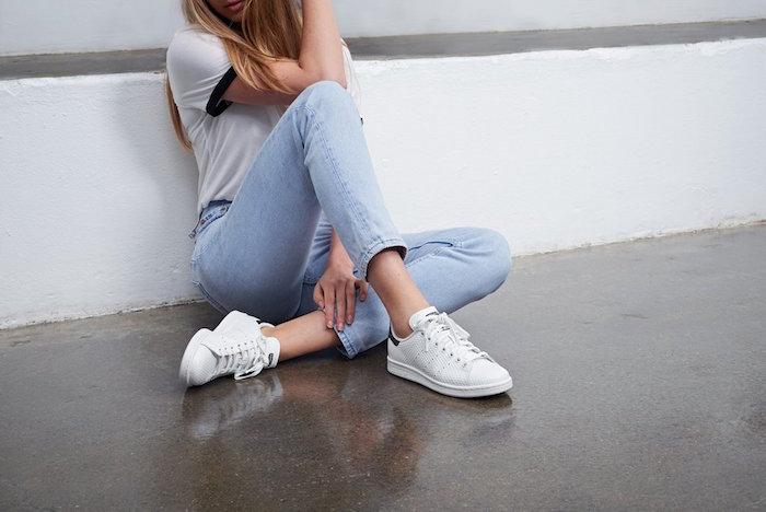 stan-smith-adidas-femme-blanche-bleu-originals-hipster-fille
