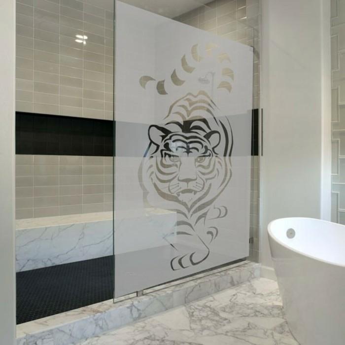 stickers-pour-vitre-tigre-salle-de-bain-sc-creatif