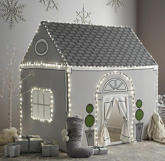 suggestion-interessante-pour-construire-une-cabane-blanche-esprit-noel-hivernal-petites-lumieres-comme-decoration
