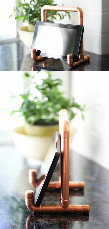 support-pour-tablette-en-tuyau-cuivre-idee-originale