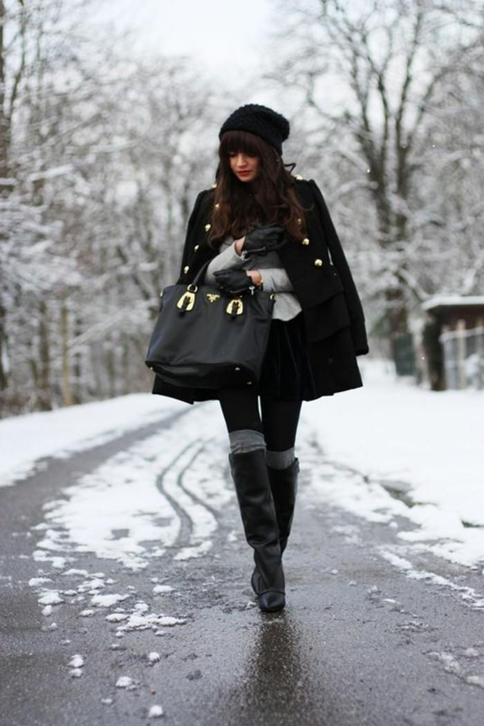 tendance-hiver-modele-de-chaussette-haute-jambieres-grises-et-bottes
