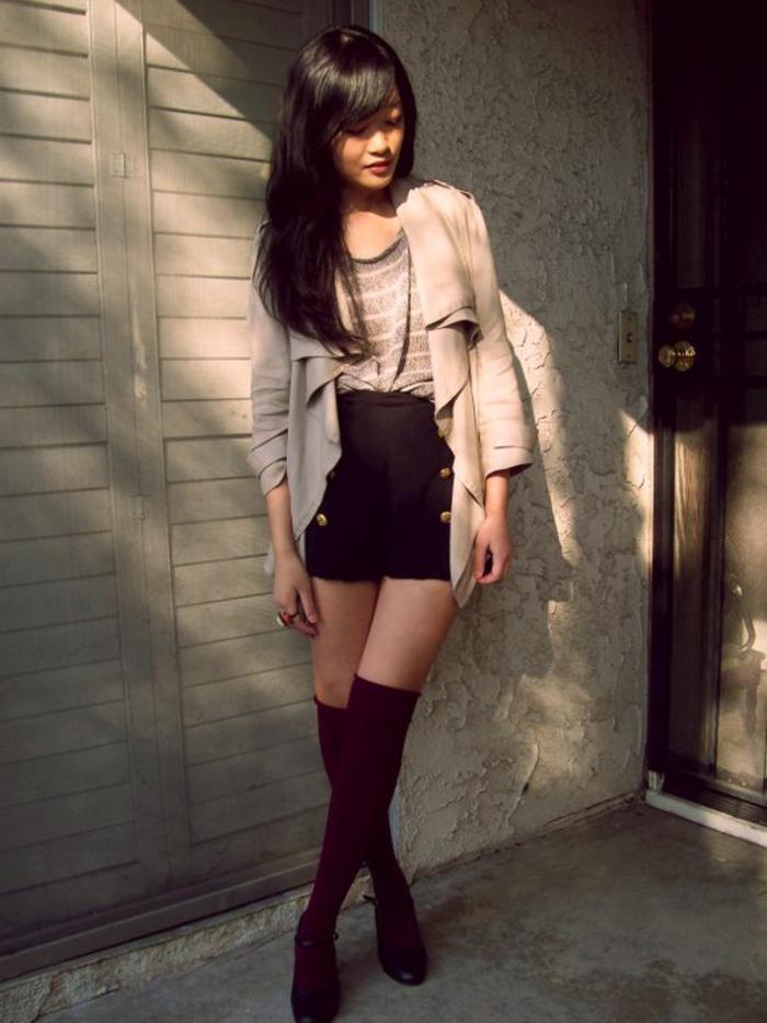 tenue-elegant-et-chic-shorts-noirs-chaussettes-montantes-bordeaux