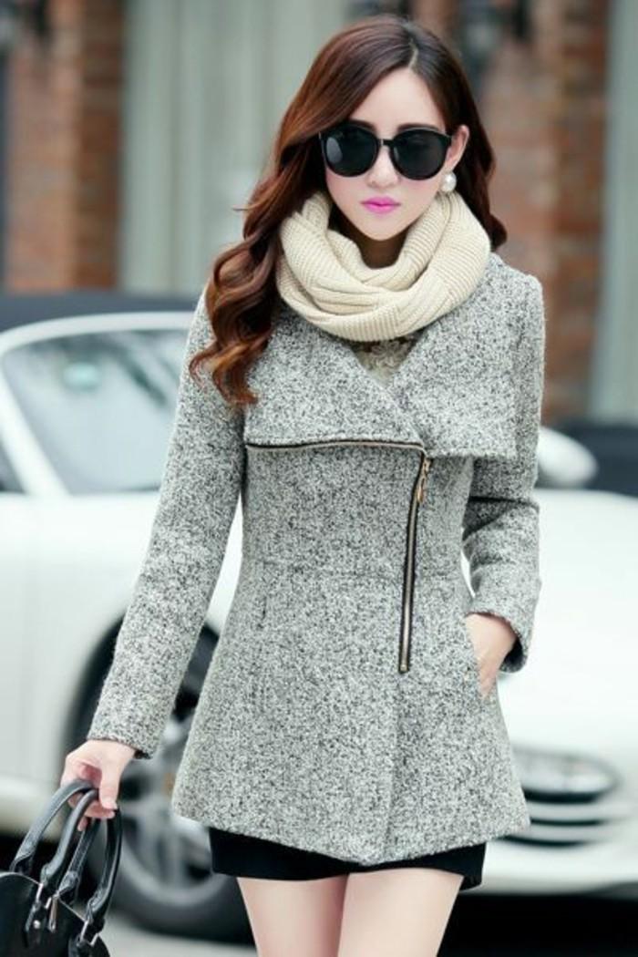 tenue-chic-jupe-courte-et-manteau-en-laine-femme-manteau-court-cheveux-ondules
