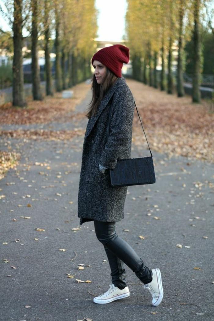 tenue-decontracte-jean-baskets-manteau-boyfriend-gris