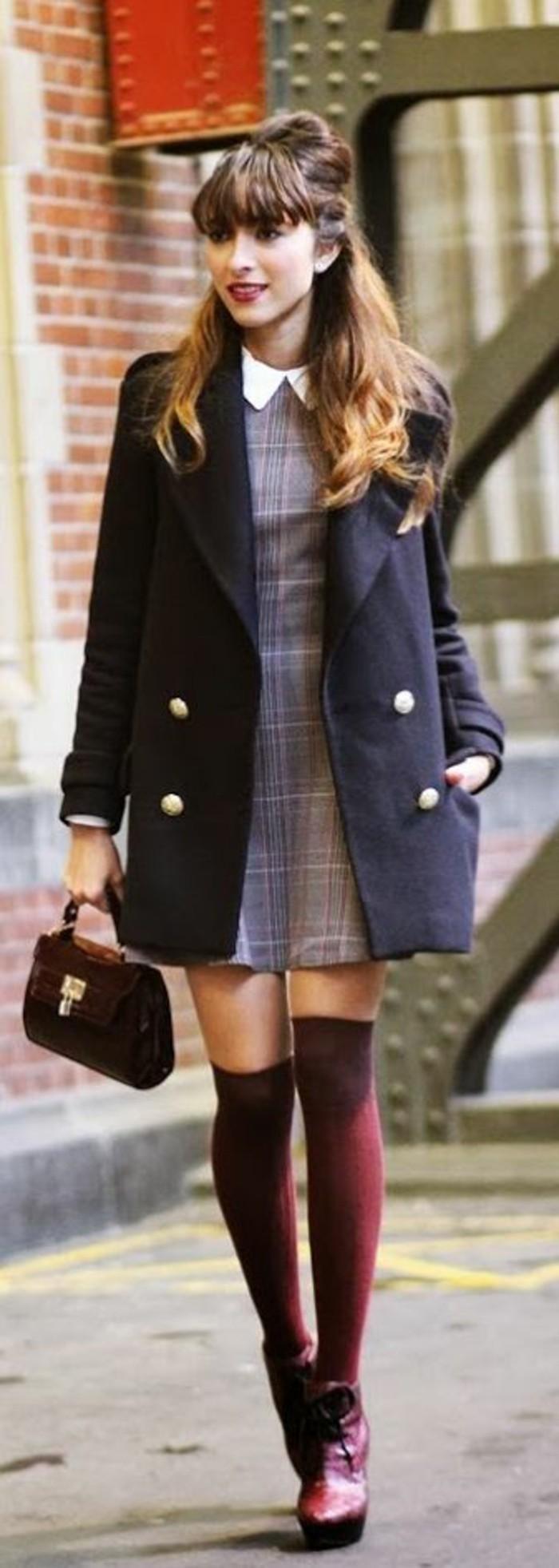 tenue-vintage-robe-a-col-jambieres-bordeaux