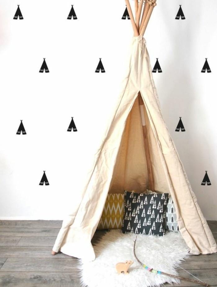tipi-interieur-a-fabriquer-soi-meme-toile-couleur-beige-coussins-tapis-arc-decoration-qui-revient-aux-origines-amerindiennes