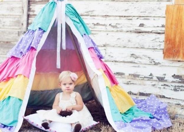 tipi-pour-enfant-exterieur-plusieurs-tissus-a-motifs-differents-pour-fabriquer-une-tente-soi-meme