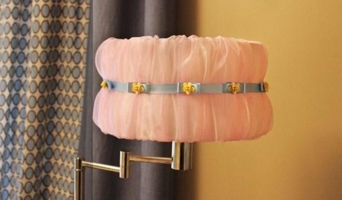 tissu-mousseline-de-soie-rose-pour-fabriquer-un-abat-jour-elegant-soi-meme