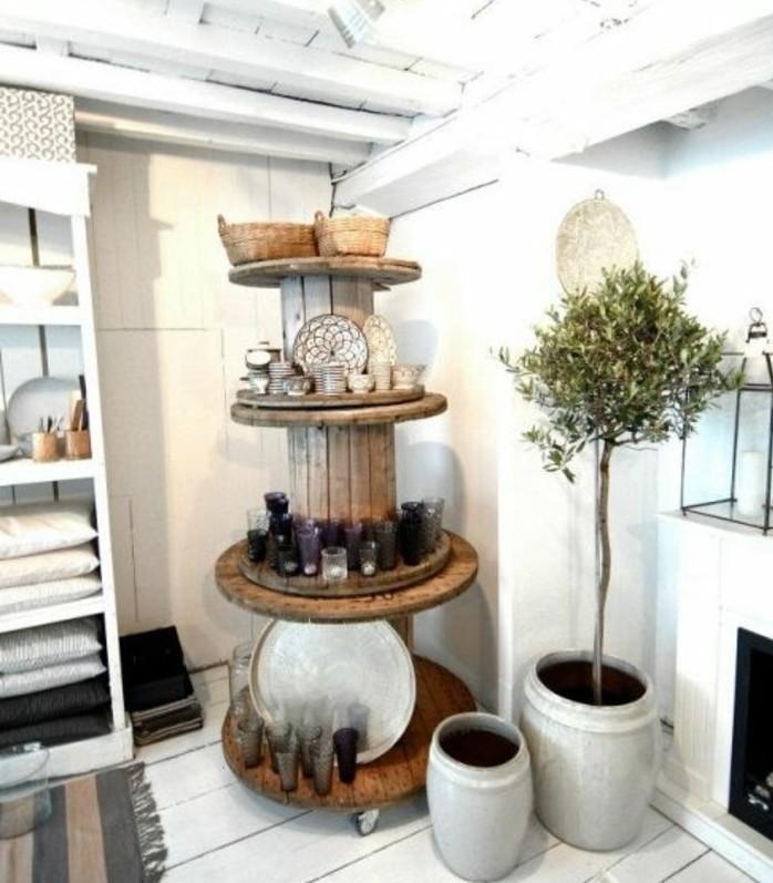 touret-bois-utilisee-comme-rangement-pour-les-ustensiles-de-cuisine-un-meuble-en-bois-a-plusieurs-etages-resized