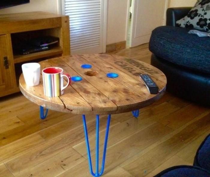 touret-table-basse-pour-votre-salon-fabriquee-avec-un-plateau-de-table-et-pieds-metalliques-resized