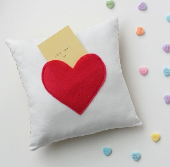 tuto-coussin-laisser-un-message-coudre-un-coeur-demonstrer-votre-amour