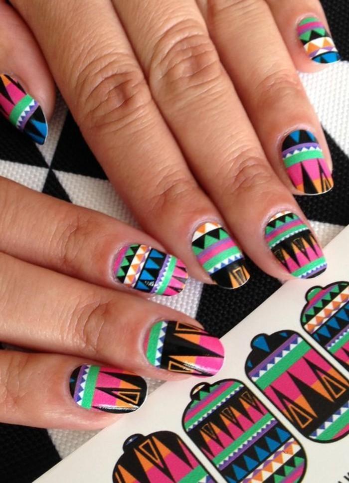 tuto-nail-art-facile-estampage-couleurs-vives-formes-geometriques