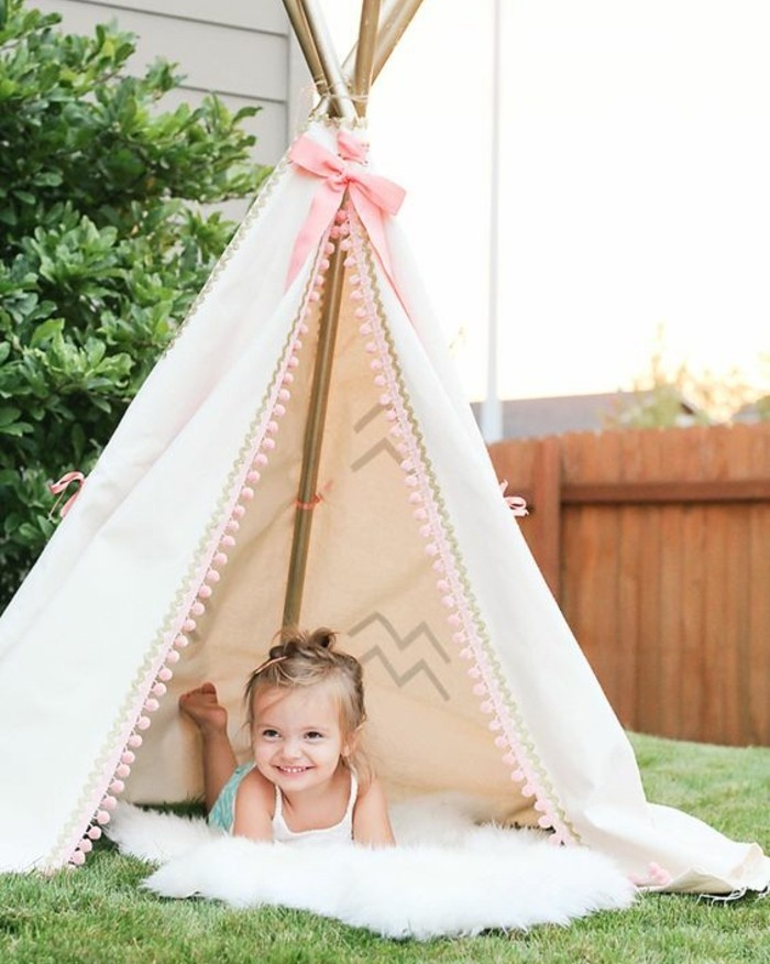 tuto-tipi-enfant-tente-style-girly-pour-une-petite-fille-elements-roses-tapis-blanc