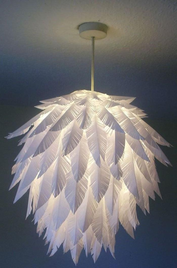 un-abat-jour-compose-de-plumes-idee-comment-fabriquer-un-abat-jour-soi-meme