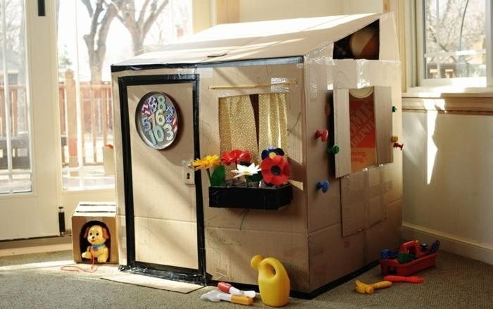 un-coin-de-jeu-intime-pour-cotre-enfant-cabane-carton-a-faire-soi-meme-pour-premettre-a-son-enfant-de-jouer-et-apprendre-a-la-fois