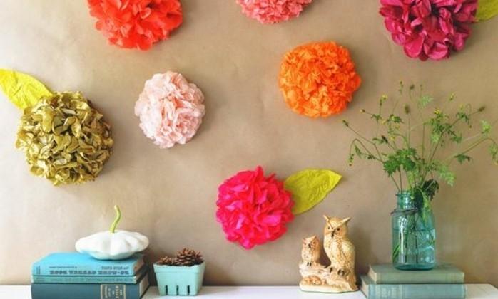 un-exemple-de-deco-murale-charmante-pour-un-decor-chic-style-comment-fabriquer-des-jolies-fleurs-en-papier-de-soie