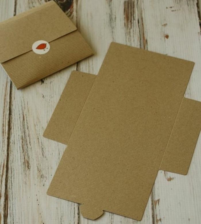 un-superbe-exemple-d-enveloppe-en-carton-simple-et-facile-a-realiser-patron-enveloppe