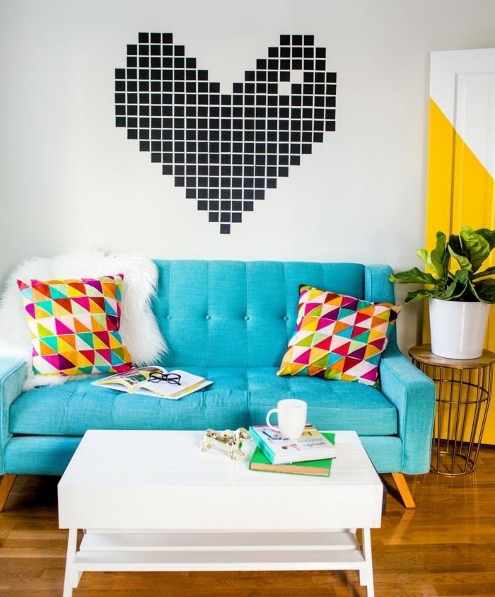 une-deco-murale-design-et-tres-interessante-pour-votre-salon-un-coeur-constitue-de-petites-bandes-de-papier-washi-deco-masking-tape-charmante