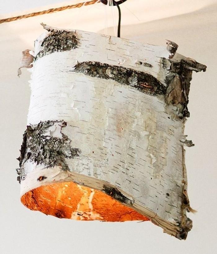 une-ecorce-de-bois-a-transformer-en-abat-jour-diy-nature-pour-une-ambiance-rustique