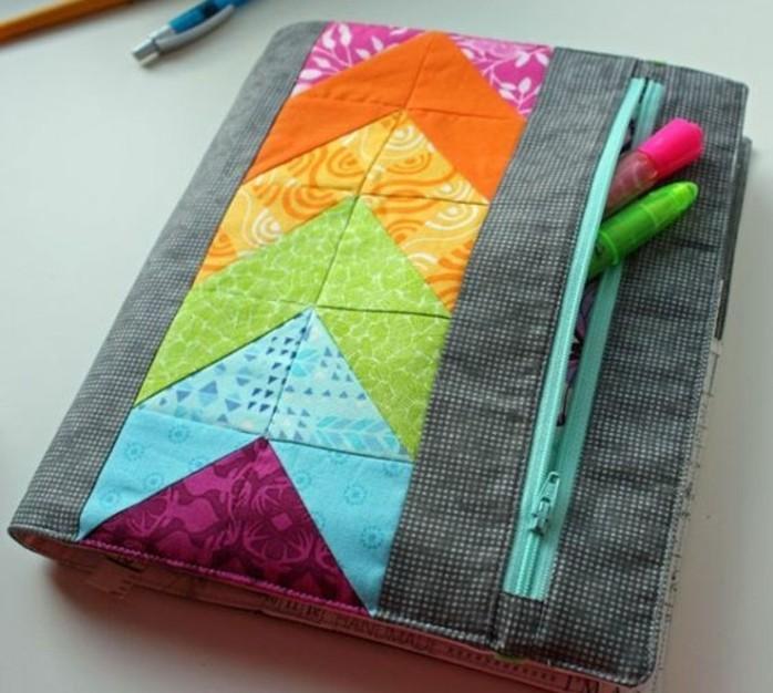 une-housse-coloree-pour-votre-planner-agenda-scolaire-personnalise-pour-organiser-son-quotidien