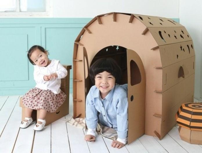 une-jolie-cabane-en-carton-et-en-forme-d-un-iglou-a-faire-soi-meme-avec-du-carton