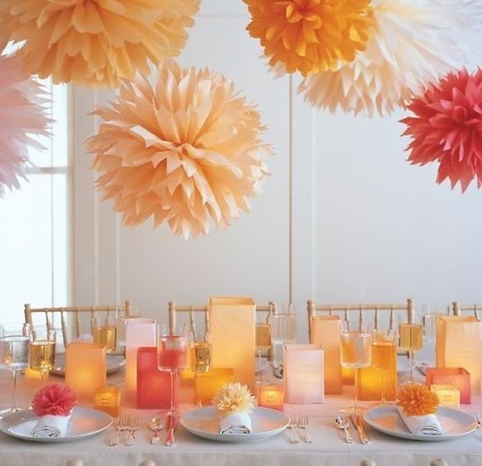 une-superbe-idee-comment-decorer-sa-table-pompon-papier-de-soie-plusieurs-pompons-suspendus-et-mini-pompons-sur-la-table
