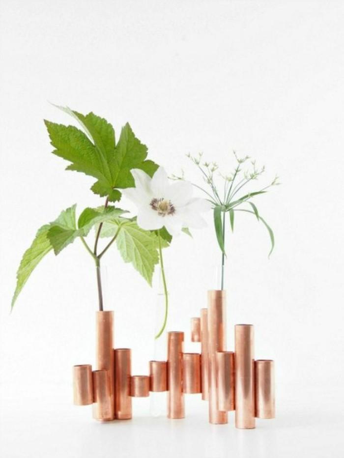 vase-recycle-fait-de-tube-cuivre-objet-decoratif-original