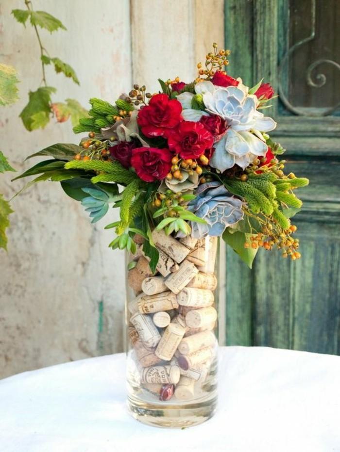 vase-remplie-de-bouchons-en-liege-centre-table