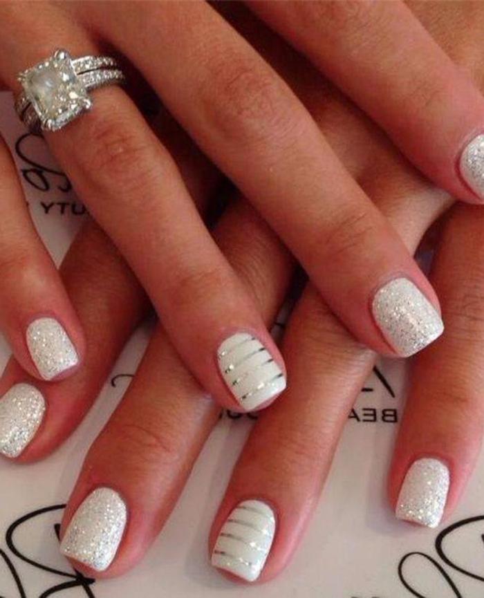 vernis-ongle-deco-pour-les-fetes-stickers-ongle-noel-en-blanc