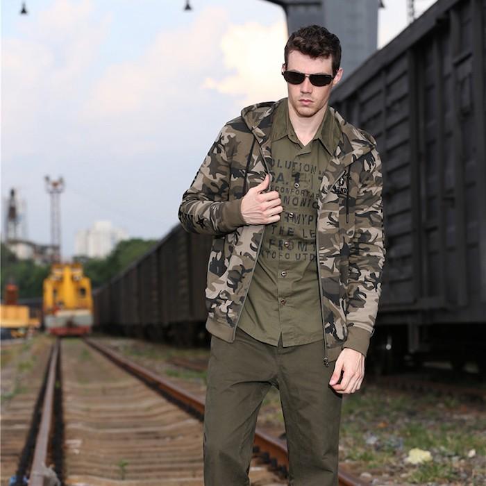 veste militaire homme le camouflage dans la lumi re. Black Bedroom Furniture Sets. Home Design Ideas