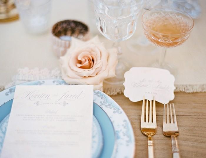 1-amour-idee-deco-mariage-deco-pastel-romantique-table-joliment-decore-couleurs-qui-se-marient-pastel-et-dore