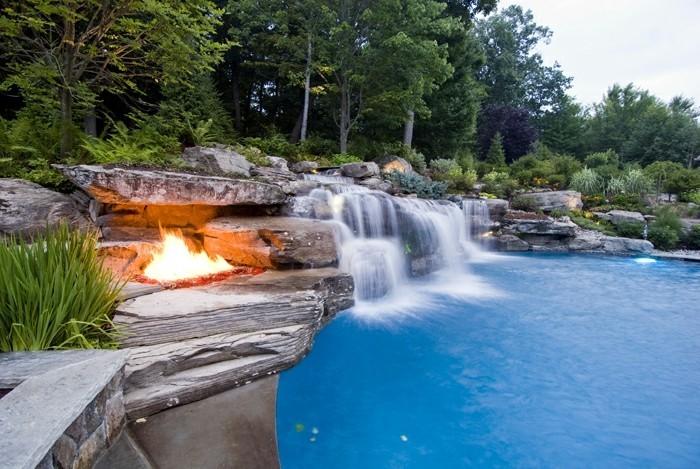 superbe Pourquoi choisir la piscine avec cascade?