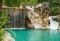 Pourquoi choisir la piscine avec cascade? 79 bonnes raisons
