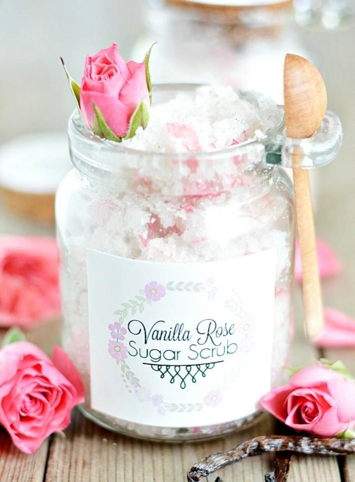 1que-faire-avec-des-pots-de-yaourt-en-verre-bocal-décoratif-mariage-rose-petite-cuillère-en-bois