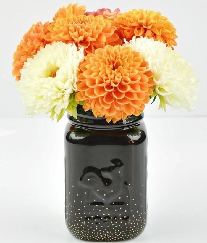 1que-faire-avec-des-pots-de-yaourt-en-verre-bocal-peint-en-noir-avec-points-brillants-fleurs-oranges-et-jaunes