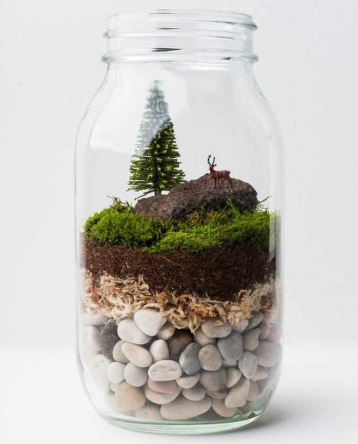 1que-faire-avec-des-pots-de-yaourt-en-verre-monde-minimaliste-sapin-cerf-colline-herbe-cailloux