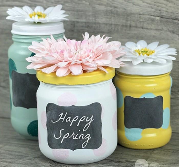 1que-faire-avec-des-pots-de-yaourt-en-verre-vase-printemps-bonheur-signe-fleurs