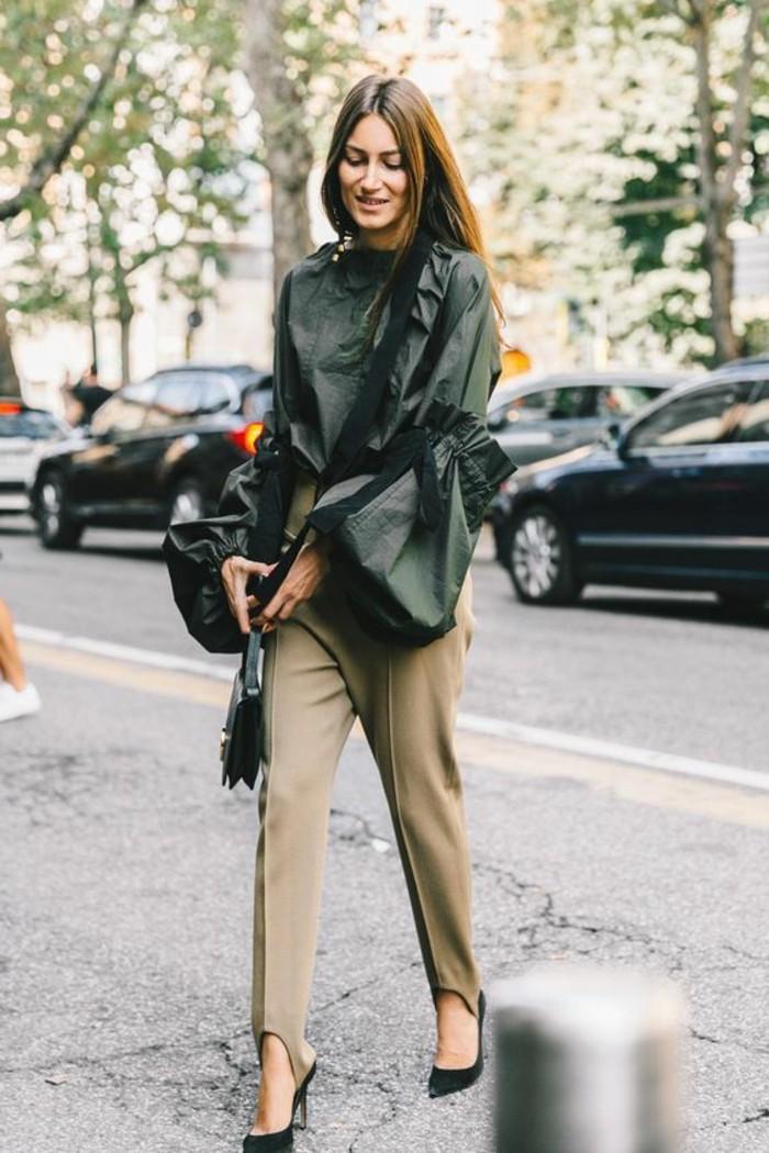 1quoi-mettre-avec-un-pantalon-kaki-chemise-élégante-vision-chic-et-féminine