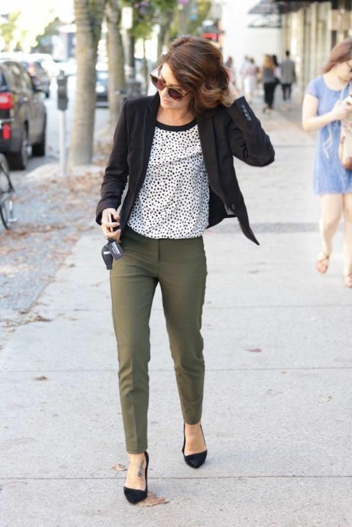 1quoi-mettre-avec-un-pantalon-kaki-marcher-avec-une-élégance-féminine